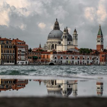 The Church of San Simeon Piccolo in Venice, photo taken from the canal. Photo by Ludovico Lovisetto on Unsplash